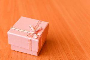 Quel cadeau offrir à une femme pour célébrer un anniversaire de mariage ?